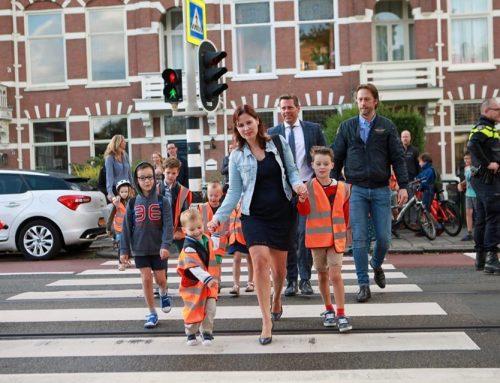 Kinderen demonstreren voor veilige Geestbrugweg